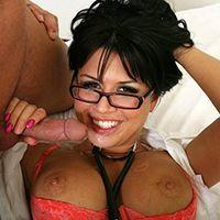 Жаркое порно пациента  с сексуальной медсестрой в очках