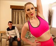 Смотреть порно спортивной стройной блондинки с парнем подруги - 1