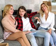 Порно двух шикарных МИЛФ с юнцом на диване - 2
