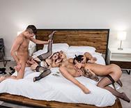 Групповой секс молоденьких домработниц и шикарной телки с настоящим самцом - 3