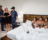 Групповой секс молоденьких домработниц и шикарной телки с настоящим самцом - 5