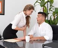 Порно сексуальной начальницы нимфоманки с мужиком на столе - 1