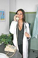 Страстный секс с привлекательной жгучей медсестрой в палате #1