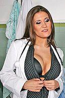 Страстный секс с привлекательной жгучей медсестрой в палате #2