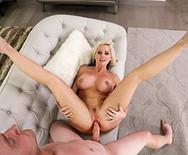 Смотреть порно симпатичной зрелой мамаши с парнем дочери - 2