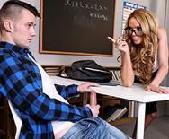 Порно горячей училки со студентом на столе - 2