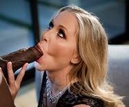 Межрассовый групповой секс двух сексуальных подружек с со своими ебарями - 2