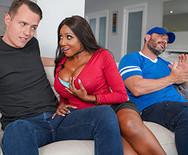 Межрассовое порно молоденькой темнокожей малышки с другом на диване - 1