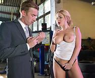Страстный секс грудастой блондинки с парнем в автосервисе - 2