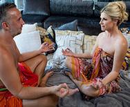 Порно зрелой блондинки с массажистом - 1