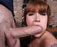 Трах аппетитной сексуальной официантки с парнем на столе - 2