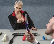 Жесткое порно сексуальной светловолосой начальницы с мужиком в офисе - 1