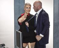 Жесткое порно сексуальной светловолосой начальницы с мужиком в офисе - 2