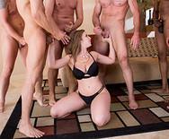 Жесткий групповой анал шикарных жопастых телок с мужиками в квартире - 5