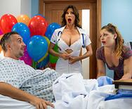 Трах развратной сексуальной медсестры с пациентом в больнице - 1