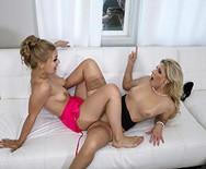 Лесбийский секс опытной дамочки с молодой шлюшкой - 3