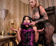 Развратное лесбийское порно с татуированным молодыми телками - 3