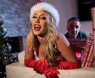 Анальный секс красивой блондинки с взрослым мужиком на новогодней вечеринке - 2