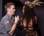 Жесткий межрассовый секс худой негритянки с полицейским - 2