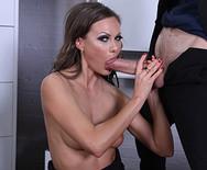 Красивый секс горячей брюнетки с чуваком в офисе - 3