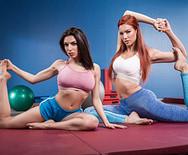 Порно молоденьких стройных лесбиянок в спортзале - 1
