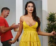 Жесткий трах в сексуальной развратной латинкой - 2