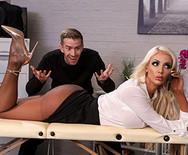 Порно в офисе с грудастой шикарной блондинкой - 2