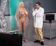 Горячий трах шикарной грудастой блондинки с доктором - 1