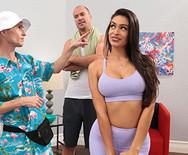 Красивое порно молоденькой спортивной латинки с тренером - 1