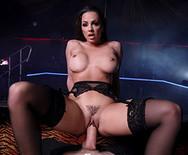Секс в ночном клубе с шикарной длинноногой стриптизершей - 3