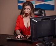 Страстное порно с шикарной грудастой сукой в офисе - 1