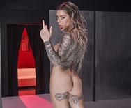 Жесткий анальный трах с грудастой татуированной дамочкой - 5