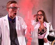Трах доктора с шикарной грудастой медсестрой в униформе - 2