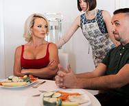 Порно опытной сексуальной блондинки с мужем сестры - 2