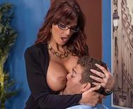 Порно начальницы в чулках с чуваком на столе - 2