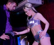 Секс в клубе с горячей длинноногой блондинкой - 1