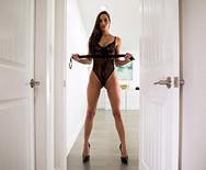 Порно горячей возбужденной красотки с настоящим ебарем - 3