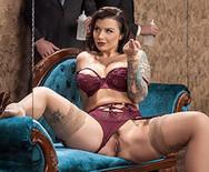 Жесткий секс в толстой сексуальной брюнеткой в чулках - 2