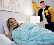 Трах в пизду стройной мамаши с новым самцом дочери - 2