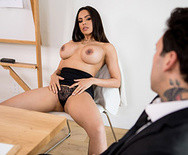 Жесткий секс латинской шлюшки секретарши с начальником на столе - 2