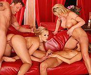 Смотреть групповой секс с красивыми сексуальными блондинками - 3