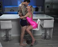 Анальное порно симпатичной молодой шлюшки с опытным самцом - 1