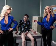 Секс втроем с двумя горячими грудастыми блондинками - 3