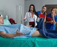 Секс грудастой пышной медсестры с пациентом - 2