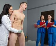 Секс грудастой пышной медсестры с пациентом - 4