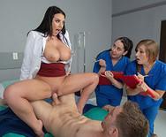 Секс грудастой пышной медсестры с пациентом - 5