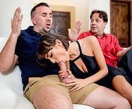 Жесткое порно с красивой юной блядью на диване - 2