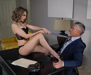 Страстный трах худой шикарной секретарши с начальником - 1