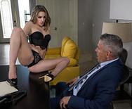 Страстный трах худой шикарной секретарши с начальником - 2