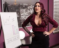 Порно роскошной возбужденной секретарши с начальником на столе - 1